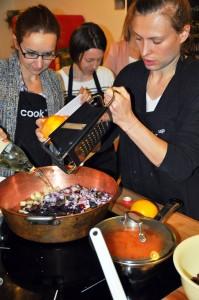 Dominika Krzemińska (z prawej) , przy chutney'u....