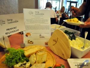 Lokalne sery w bufecie śniadaniowym jednego z hoteli