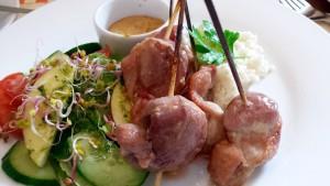 Grilowana pierś kaczki Satay  z ryżem Pina Colada i sosem z masła orzechowego