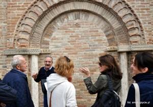przy jednym z najstarszych miejsc w Montedinove