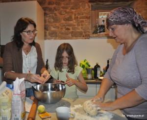 z Marisą ( z prawej), przy gotowaniu....